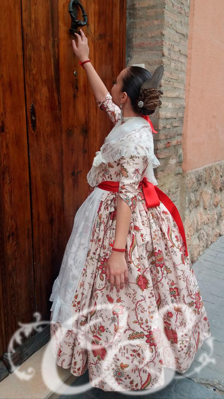 Entrega de traje a Carlota Domenech Galindo
